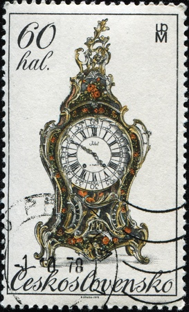 mantel: CZECHOSLOVAKIA - CIRCA 1978: A stamp printed in Czechoslovakia shows antique mantel clock, circa 1978