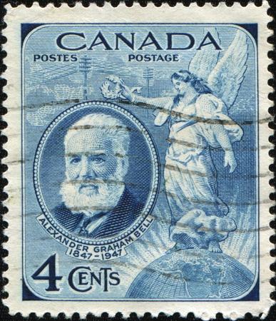 creador: Canad� - alrededor de 1947: Un sello impreso en Canad� muestra Alexander Graham Bell, cient�fico, inventor, ingeniero, innovador y creador del tel�fono, alrededor de 1947 Editorial