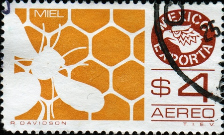 MEXICO - CIRCA 1975: A stamp printed in Mexico shows Honeycomb and bee, Mexican export series, circa 1975 Stock Photo - 9751282