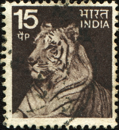 INDIA - CIRCA 1974: A stamp printed in India shows tiger, circa 1974 Foto de archivo