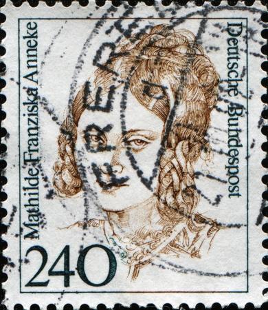 feministische: DUITSLAND - CIRCA 1988: Een stempel gedrukt in de Bondsrepubliek Duitsland blijkt Mathilde Franziska Anneke, Duits feministische, socialistische, en krantenredacteur, eigenaar, en verslaggever, circa 1988