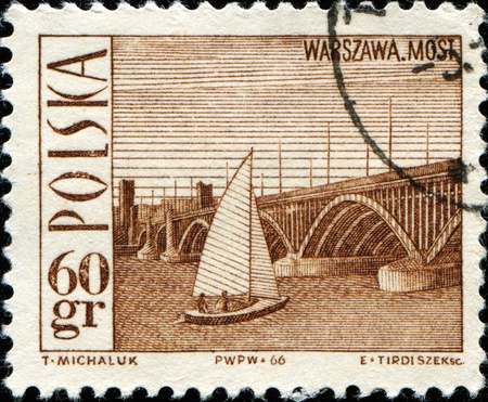 brige: POLONIA - CIRCA 1938: Un sello impreso en Polonia muestra brige en Varsovia, alrededor del a�o 1966