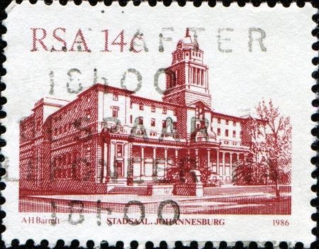 suid: SOUTH AFRICA - CIRCA 1986: A stamp printed in South Africa shows Stadsaal building in Johannesburg, series, circa 1986