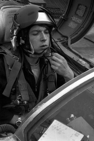 luitenant: USSR - CIRCA 1976: piloot, zijn naam is Luitenant Valerii Poltoranin, testen avionica in de cockpit MiG-21, vliegbasis Kubinka, Moscow Region, Sovjet-Unie, juli 1976