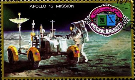 Umm Al-QIWAIN - CIRCA1972: Un timbre imprim� � Umm al-Qiwain (Emirats Arabes Unis) montre mission Apollo 15; circa 1972 Banque d'images - 14093661