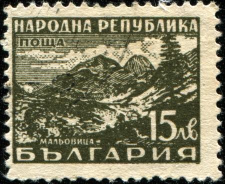 BULGARIA - CIRCA 19481  A stamp printed in Bulgaria shows Malyovitsa -  peak and ski resort in the northwestern part of the Rila Mountains in southwestern Bulgaria, circa 1948 Stock Photo - 14436784