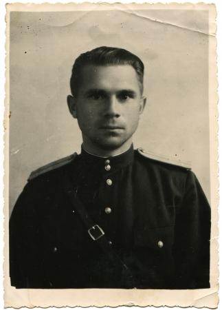 luitenant: USSR - CIRCA 1946 Studio portret van luitenant Sovjet leger, Akhaltsikhe, Georgia, circa 1946
