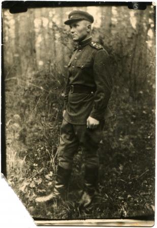 luitenant: USSR - CIRCA 1944 Portret van Sovjet leger luitenant, circa 1944