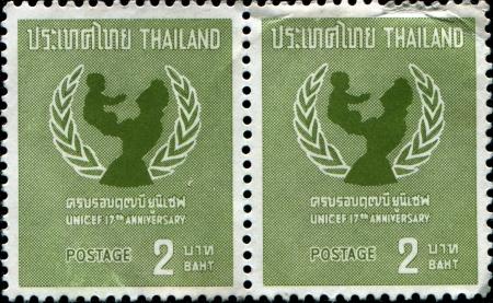 unicef: THAILANDIA - intorno al 1963 Un timbro stampato in Thailandia mostra UNICEF emblema, intorno al 1963