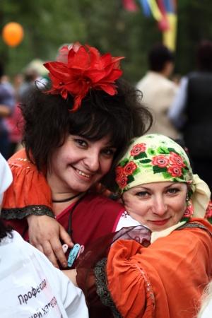 festividades: Stanitsa Luganskaya, Ucrania - SEPTIEMBRE 8, 2012 mimos - tradicionales fiestas populares participantes, Internacional cosaco festival, Stanitsa Luganskaya, Ucrania, 08 de septiembre 2012