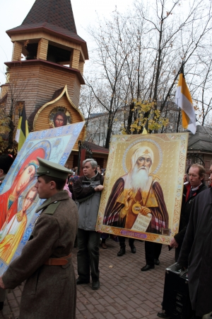 zaporizhzya: LUGANSK - NOV 4  religious procession dedicated to the 400 annversary of the liberation of Russia from the Polish-Lithuanian invardes and end of Unrest, Lugansk, Ukraine, November 4, 2012