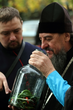 LUGANSK - OCT 14  Don Cossack  tells Orthodox priest about ancient cooking utensil vodka infusions, celebration of the Protection of the Mother of God, Lugansk, Ukraine, October 14, 2012  Stock Photo - 16283961