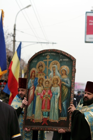 LUGANSK - NOV 4  religious procession dedicated to the 400 annversary of the liberation of Russia from the Polish-Lithuanian invardes and end of Unrest, Lugansk, Ukraine, November 4, 2012 Stock Photo - 16283947
