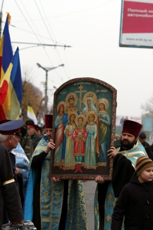 LUGANSK - NOV 4  religious procession dedicated to the 400 annversary of the liberation of Russia from the Polish-Lithuanian invardes and end of Unrest, Lugansk, Ukraine, November 4, 2012