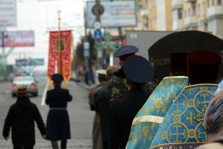 LUGANSK - NOV 4  religious procession dedicated to the 400 annversary of the liberation of Russia from the Polish-Lithuanian invardes and end of Unrest, Lugansk, Ukraine, November 4, 2012 Stock Photo - 16283962