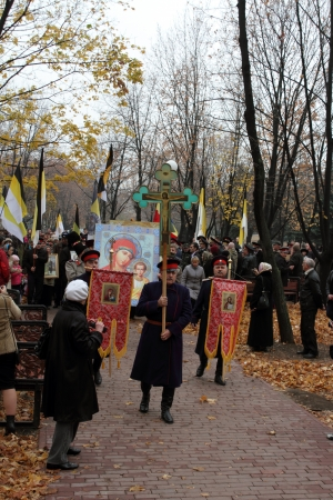 annversary: LUGANSK - NOV 4  religious procession dedicated to the 400 annversary of the liberation of Russia from the Polish-Lithuanian invardes and end of Unrest, Lugansk, Ukraine, November 4, 2012