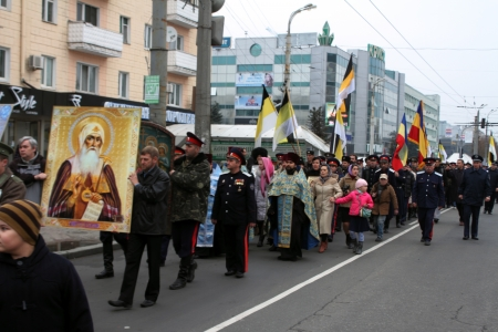 LUGANSK - NOV 4  religious procession dedicated to the 400 annversary of the liberation of Russia from the Polish-Lithuanian invardes and end of Unrest, Lugansk, Ukraine, November 4, 2012 Stock Photo - 16283984