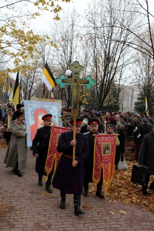 LUGANSK - NOV 4  religious procession dedicated to the 400 annversary of the liberation of Russia from the Polish-Lithuanian invardes and end of Unrest, Lugansk, Ukraine, November 4, 2012 Stock Photo - 16284104