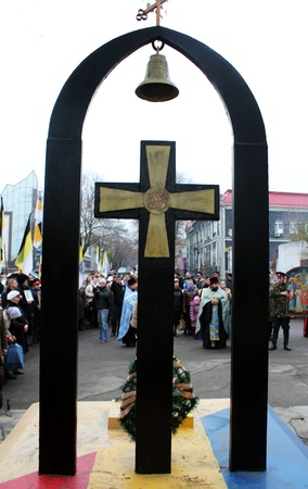 LUGANSK - NOV 4  religious procession dedicated to the 400 annversary of the liberation of Russia from the Polish-Lithuanian invardes and end of Unrest, Lugansk, Ukraine, November 4, 2012 Stock Photo - 16283941