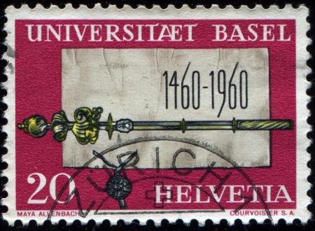 cetro: SUIZA - CIRCA 1960: Un sello impreso en Suiza muestra el Acta Fundacional y el Cetro de la Universidad de Basilea, 500 a�os, alrededor de 1960