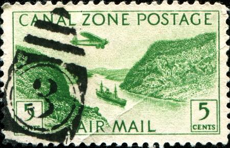 postes: PANAMA CANAL ZONE- CIRCA 1931  A stamp printed in Panama Canal Zone shows a Steamer in Panama Canal, circa 1931