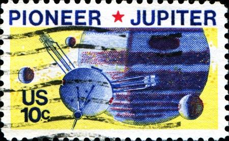 Etats-Unis - CIRCA 1970 Un timbre imprim� dans les �tats Unis d'Am�rique montre Pioneer 10 Passage Jupiter, vers 1975 Banque d'images - 18798862