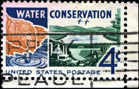 conservacion del agua: EE.UU. - alrededor de 1960 Un sello impreso en Estados Unidos muestra dedicada a la conservaci�n del agua, alrededor de 1960
