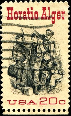 alger: USA - CIRCA 1982 Un timbro stampato negli Stati Uniti d'America mostra Frontespizio da Ragged Dick, da Horatio Alger 1832-1899, autore americano, circa 1982 Editoriali