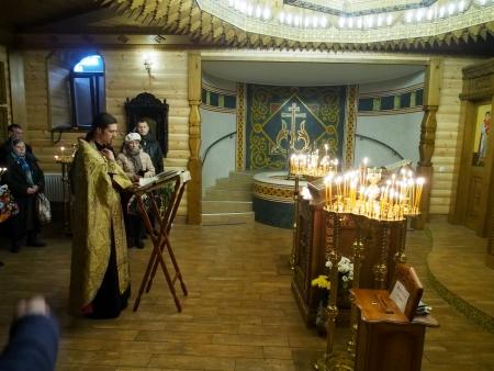 Ukraine, Lugansk - January 7, 2014 Priests carry out a Christmas public prayer  Редакционное