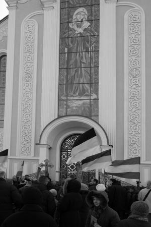 demure: UKRAINE, LUGANSK - JANUARY 12, 2014: Religious procession dedicated to the 380th anniversary of Pereyaslavska Radaon the street of city