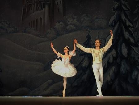 Ucrania, Lugansk - 5 de febrero 2014: bailarines Donetsk Opera realizan el Ballet Cascanueces en Lugansk