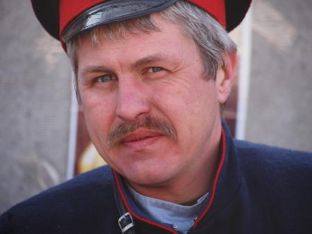the cossacks: Ucrania, Lugansk - 01 de marzo 2014: cosacos tradicionalmente celebran el Carnaval o el Carnaval Editorial