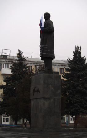 lugansk: UKRAINE, LUGANSK - March 2, 2014  Pro-Russian activists enshrined flag of the Russian Federation on the monument to Vladimir Lenin in the center of Lugansk
