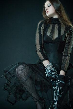 ceppi: Prigioniero Pretty in corsetto delimitata da catene pi� scuro