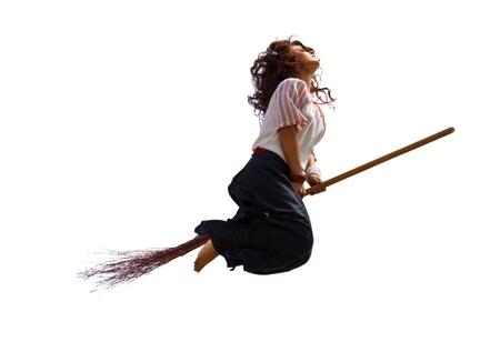 strega che vola: Strega russa vola su una scopa. Isolato su bianco Archivio Fotografico