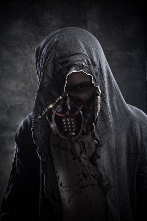 post apocalypse: Dangerous man in gas mask over grunge background