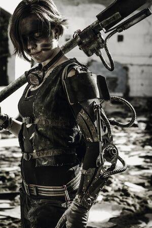Fille en armure de friche posant sur des ruines Banque d'images