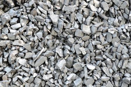 석탄 무연탄은 먼지로 덮여 있습니다.