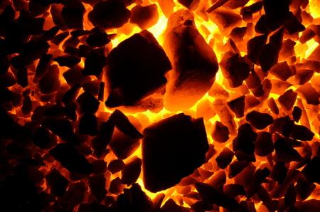 무연탄의 거친 미세 분립의 백열 석탄.