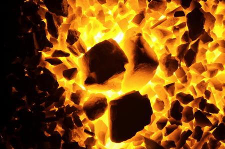 배경으로 굵고 좋은 분수의 석탄 무연탄을 Kindling. 스톡 콘텐츠