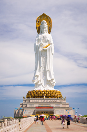 turismo ecologico: Nanshan Buddhist Cultural Park is a gigantic ecological tourism zone focusing on Buddhist culture, located near the Sanya City on Hainan Island, China. The image shows 108-metre statue of the bodhisattva Guan Yin. Editorial
