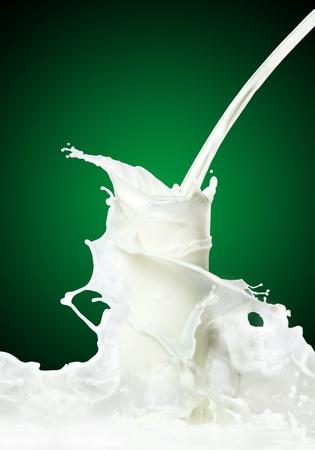 latte fresco: Latte spruzzi Archivio Fotografico