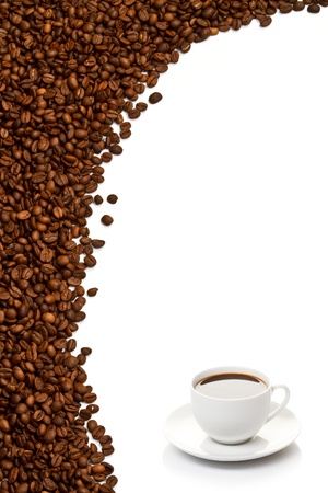 coffe beans: Coffee cup and grain on white background