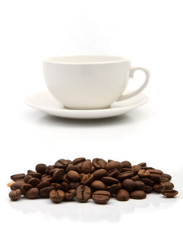 coffe beans: Coffee cup on white background