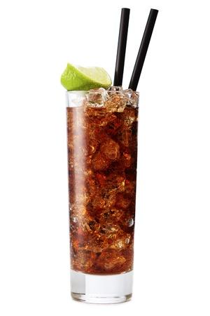 colas: Cuba libre isolamento cocktail su un bianco