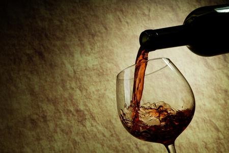 Rotwein Glas und Flasche