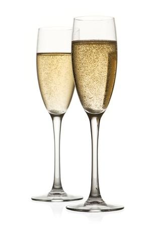 brindisi champagne: Due bicchieri di champagne. Isolato su bianco backgroun