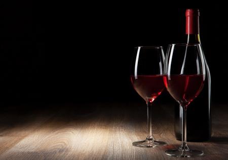 ワイン グラスとボトル木製のテーブル 写真素材