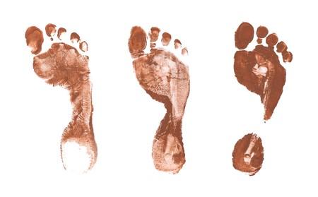 dirty feet: Spooky pied imprime des mains isol�s sur fond blanc
