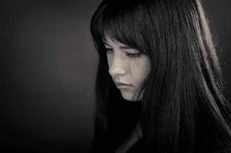 Retrato de niña Morena sobre fondo oscuro Foto de archivo - 9567497